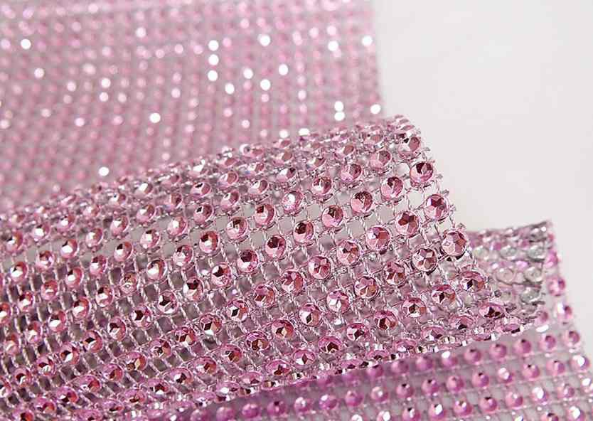 rouleau de ruban de strass rose pale